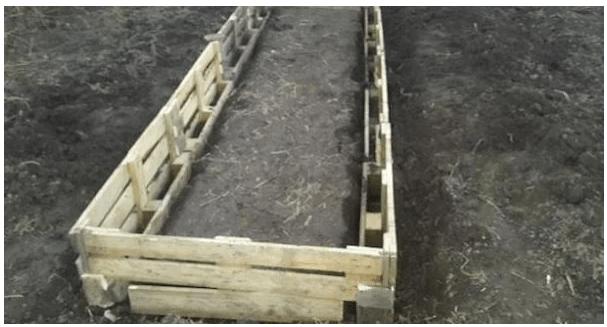 Делаем заборчики для грядок: бесплатные и практичные варианты