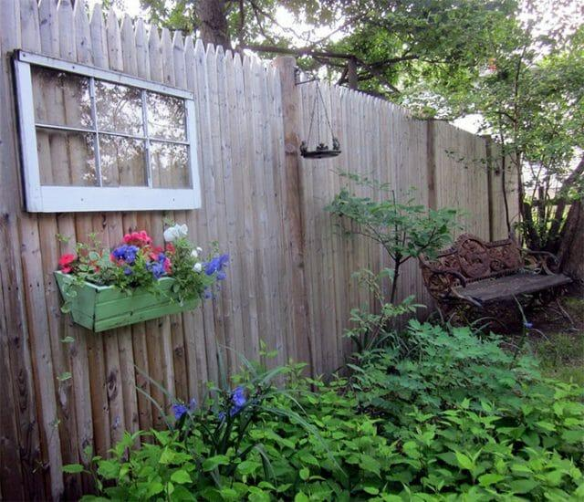 Прочный забор на дачу своими руками: используем проверенные и подручные материалы