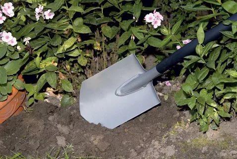 Какие садовые инструменты значительно облегчат труд любого дачника