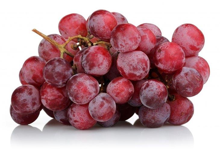 Розовый мускатный виноград