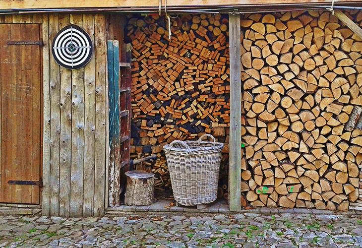 Укладка дров штабелем