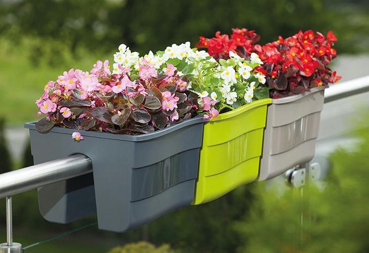 Подвесной сад в пластиковых контейнерах