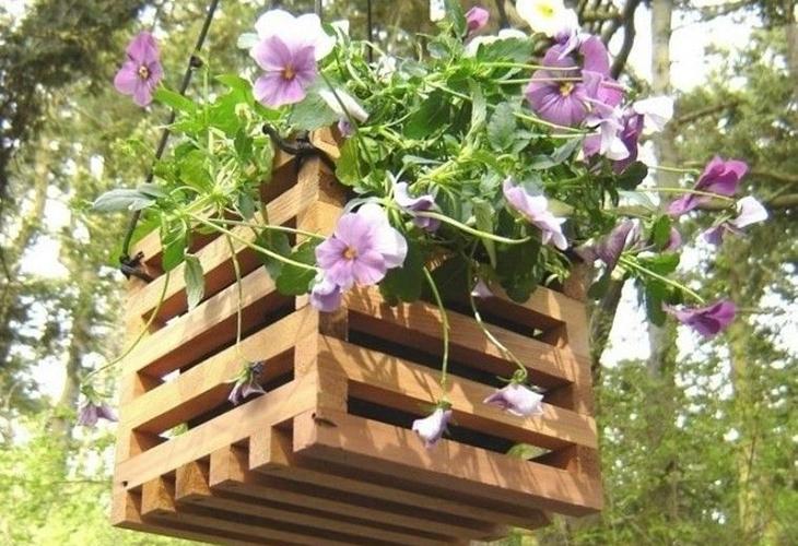 Подвесной сад в деревянных ящиках