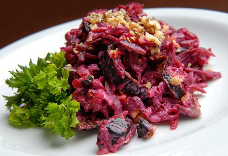 Свекольно-ореховый салат