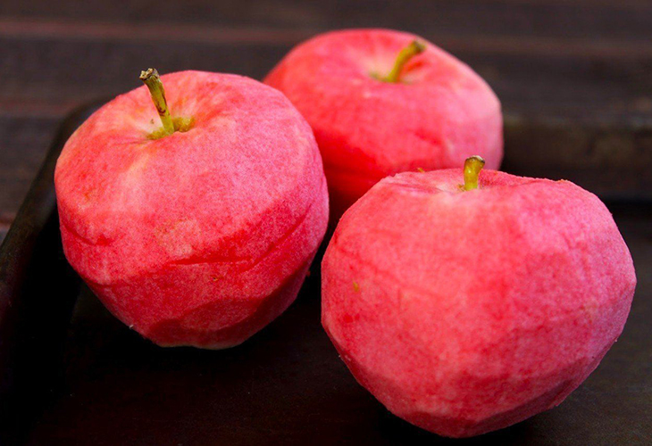 Яблоки с розовой мякотью