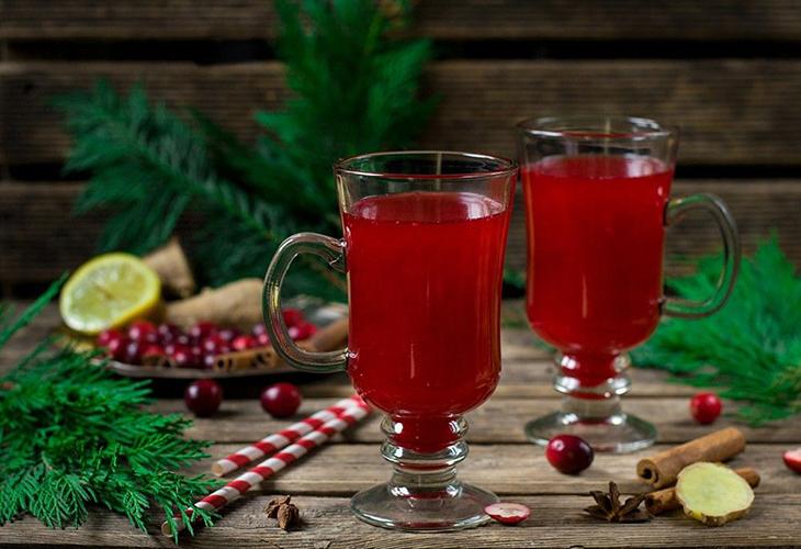 Напиток с клюквой и тимьяном
