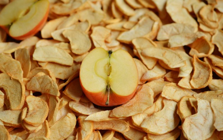 Как сушить яблоки на зиму в домашних условиях: описание способов